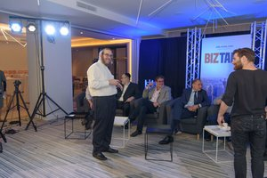 Joel Klein on the set of BizTank