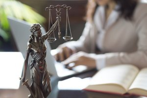 How to Find a Small Business Lawyer Online
