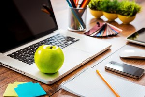5 Good Habits to Keep You Healthy at Your Desk Job
