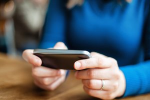Texting Friends From Work Makes Employees More Productive
