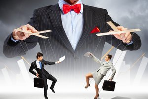 Are You a Control Freak? 6 Ways to Stop Micromanaging