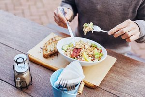 6 Productive Things to Do During Lunch (That Don't Involve Work)