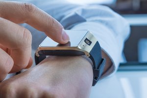 How to Use a Smartwatch for Business