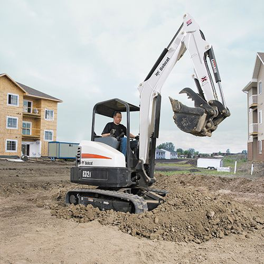 Bobcat E32i T4 image: The swing on this machine can go 75 degrees to the left and 55 degrees to the right.