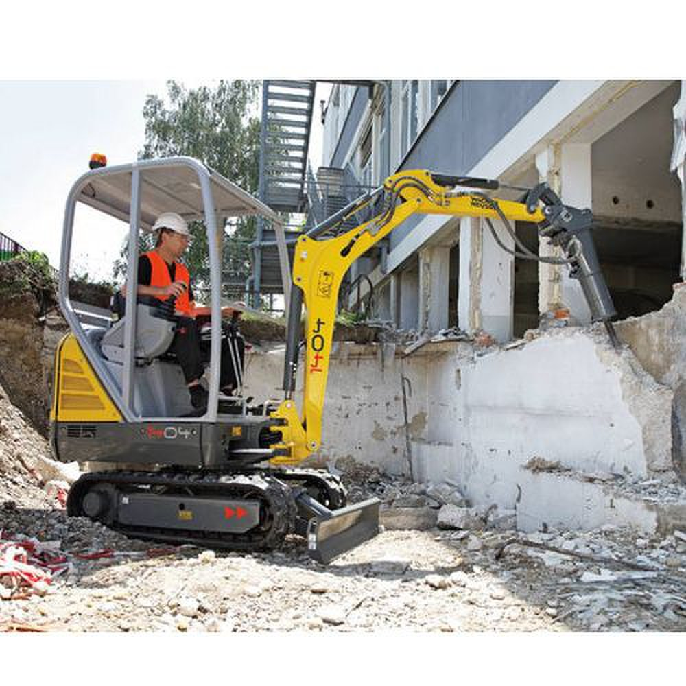 Wacker Neuson 1404 image: The canopy of this machine is not enclosed.