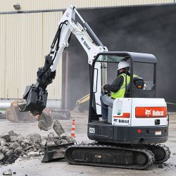 Bobcat E32i T4 image: This model is available in three different configurations: standard, long arm and extendable arm.