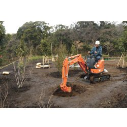 Hitachi ZX10U-2 image: You can adjust the blade and span of the foot crawler from 39.4 to 35.9 inches.