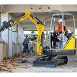 Wacker Neuson 1404 image: This machine weighs 3,703 pounds and measures 144 inches by 39 inches by 90 inches.