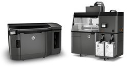 The HP Jet Fusion 3D 4200 consists of two units: the printer and the processing station.
