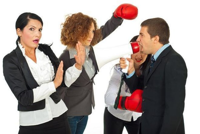 employees-fighting-110802-02