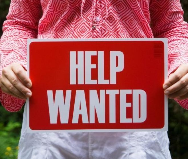 help-wanted-sign-11083102